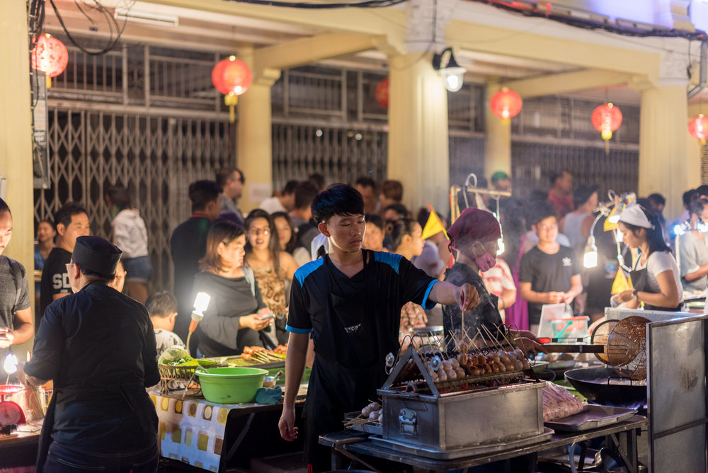 Sunday Walking Street Market (Lard Yai)  Black Local Experience  - DISCOVERY Loyalty