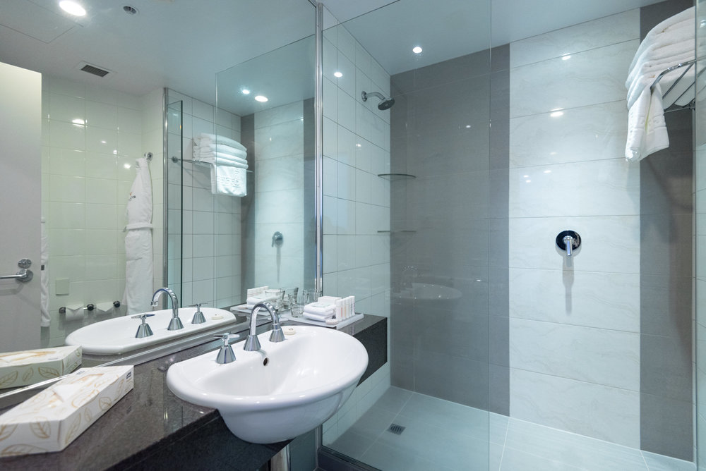 Bathroom  King Residence Suite - Rydges Auckland