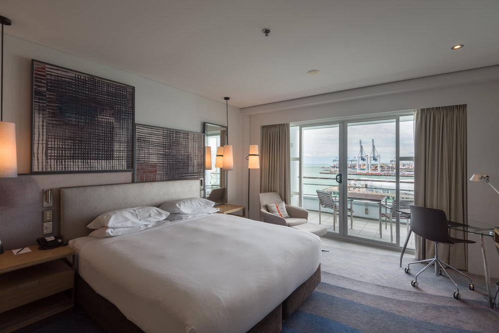 Bedroom  Deluxe Harbour View Room - Hilton Auckland