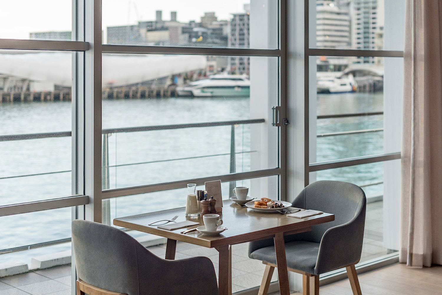 Hotel Review: Hilton Auckland (Deluxe Harbour View Room) - Fantastic View of the Harbour and CBD!