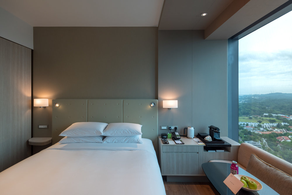 King-size Bed  Premier Skyline Room - Courtyard by Marriott Singapore Novena