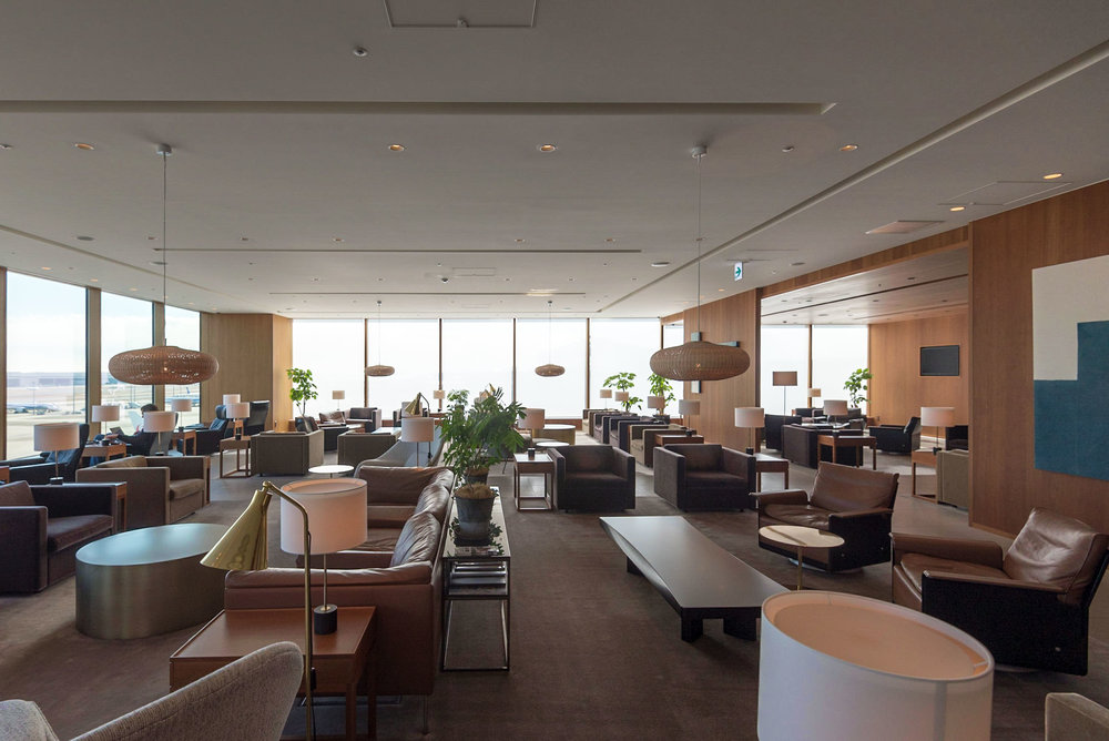 Main Area  Cathay Pacific Lounge - Haneda Airport (HND)
