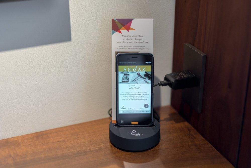 Handy Smartphone  Andaz King Room - Andaz Tokyo Toranomon Hills