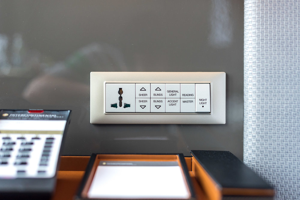 Bedside Controls  Club Riverview Studio King - InterContinental Singapore Robertson Quay