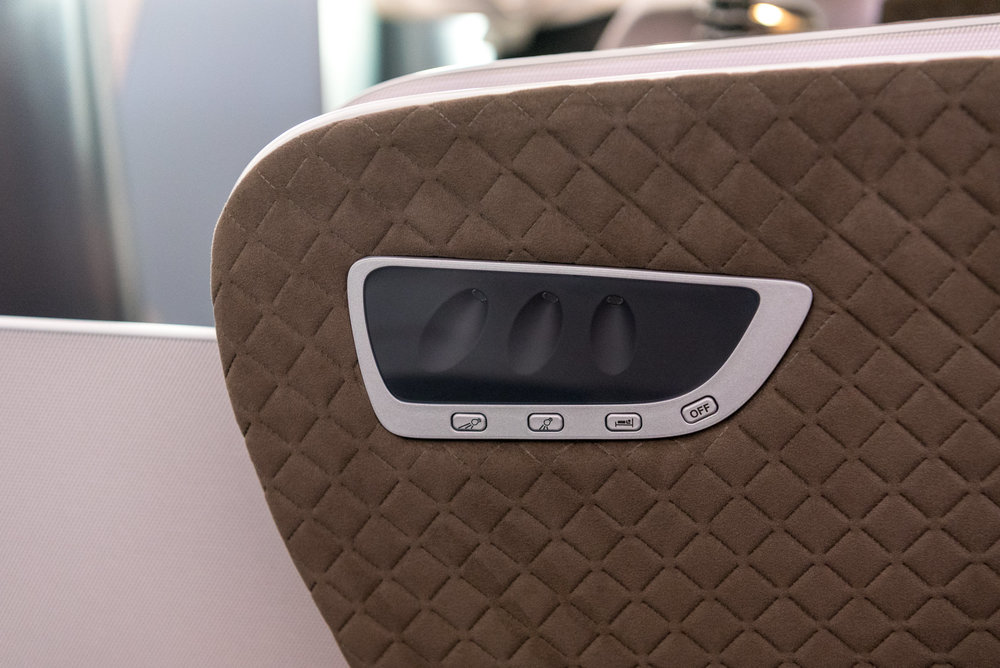 Reading Lights  New Regional Business Class (2018) - Singapore Airlines