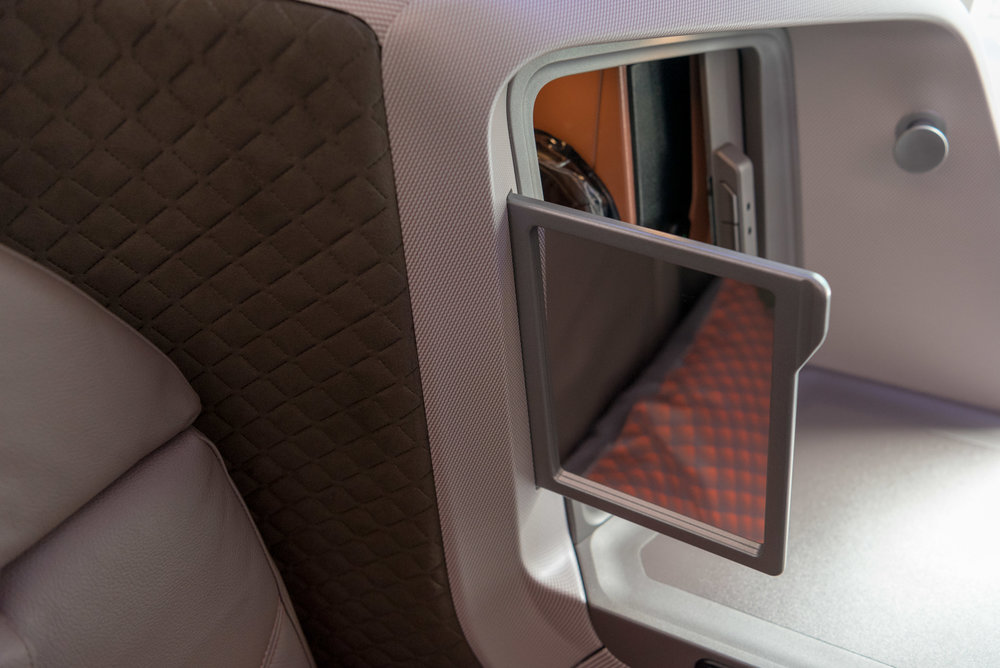 Mirror  New Regional Business Class (2018) - Singapore Airlines