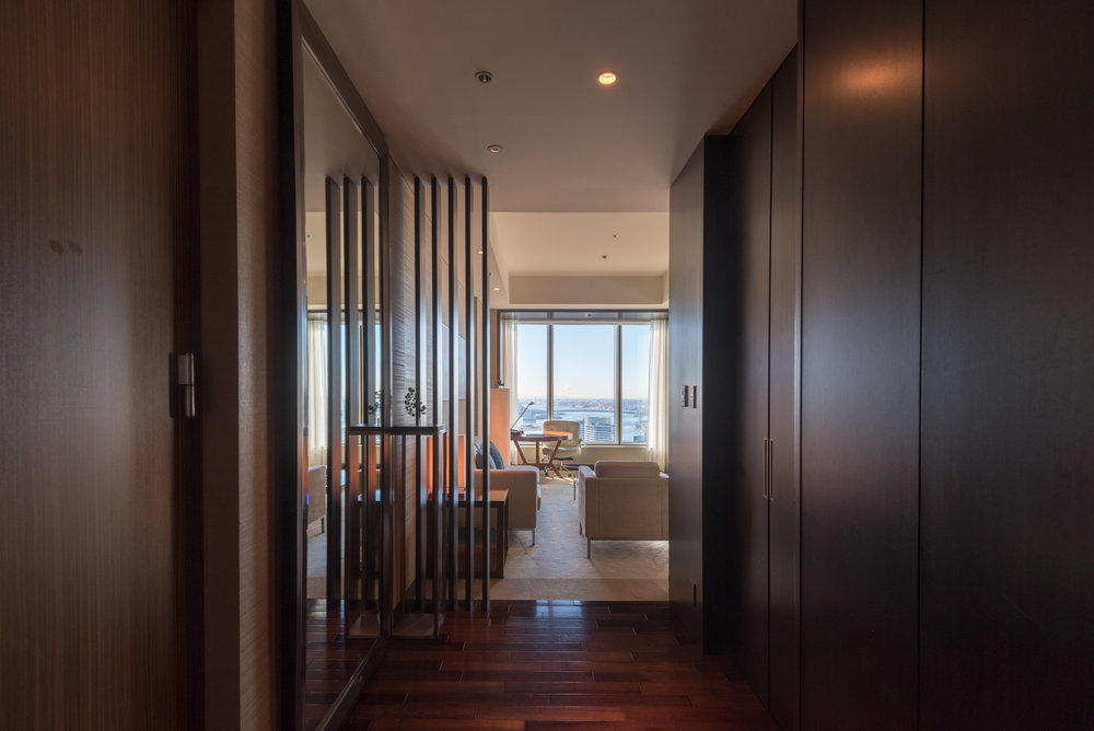Entrance to Living Room  King Executive Suite Bay View - Conrad Tokyo