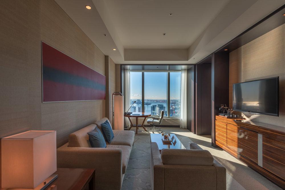 Living Room  King Executive Suite Bay View - Conrad Tokyo