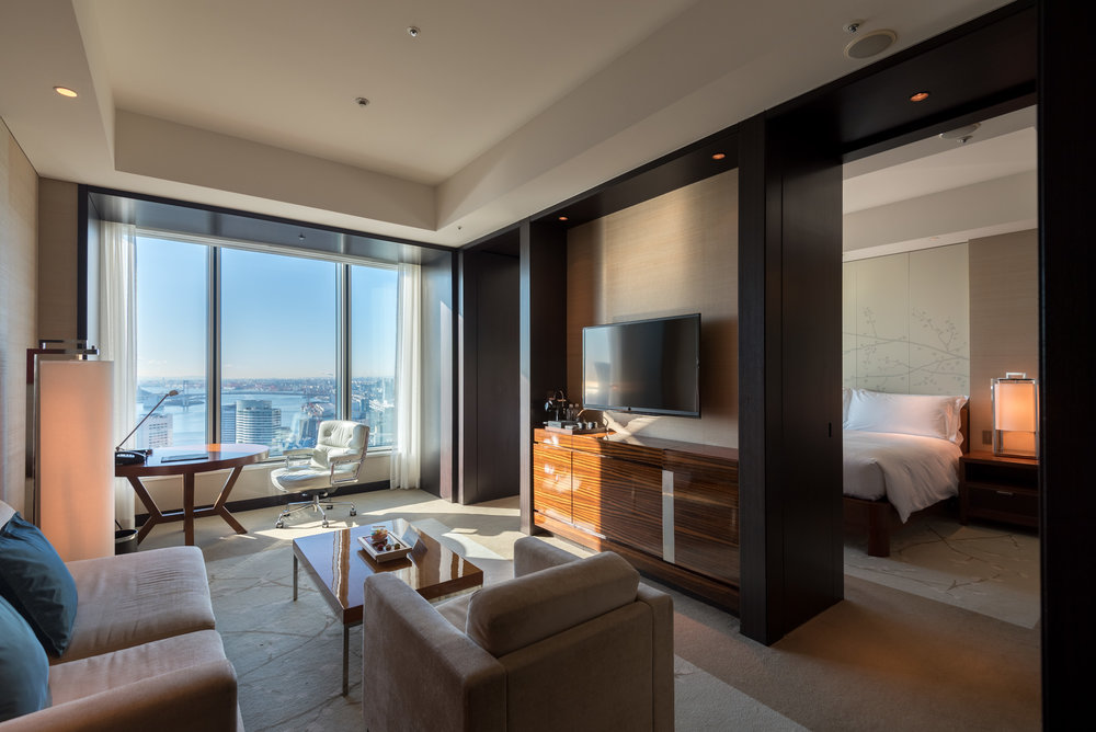 Living Room and Bedroom  King Executive Suite Bay View - Conrad Tokyo