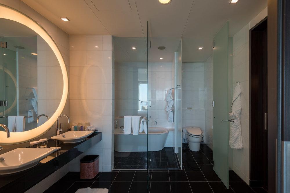 Bathroom  King Executive Suite Bay View - Conrad Tokyo