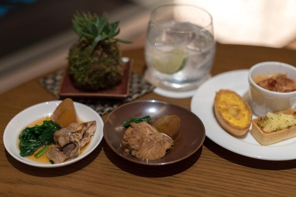 Evening Cocktails and Canapés  Executive Lounge - Conrad Tokyo