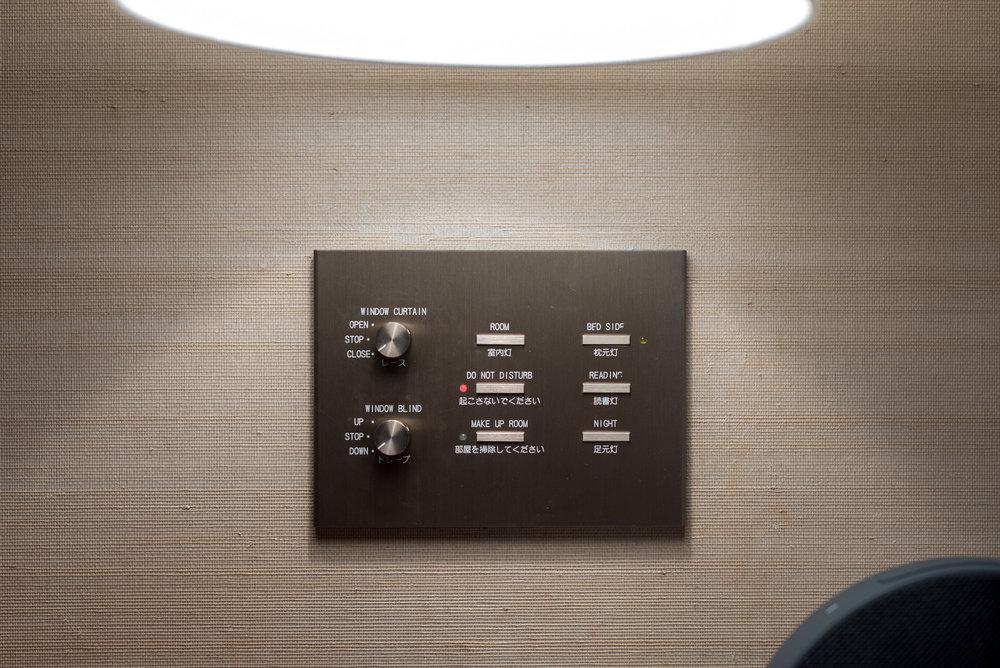 Bedside Controls  King Executive Suite Bay View - Conrad Tokyo