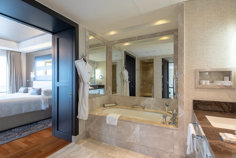 Bathroom  Corner Suite - Kempinski Hotel Mall of the Emirates