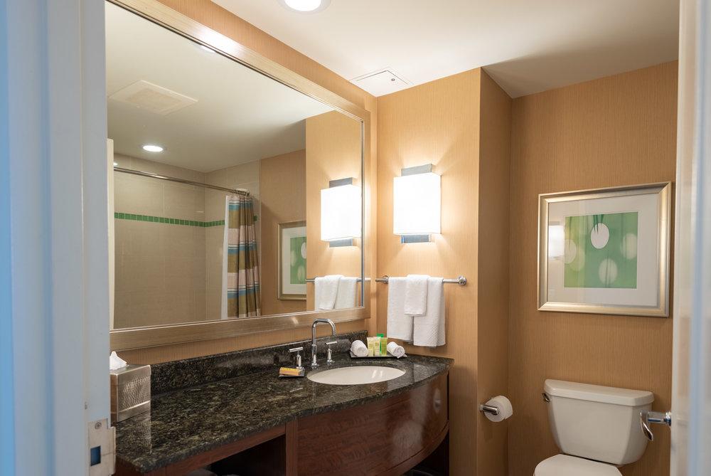 Bathroom  Pool View Room - Hilton Orlando