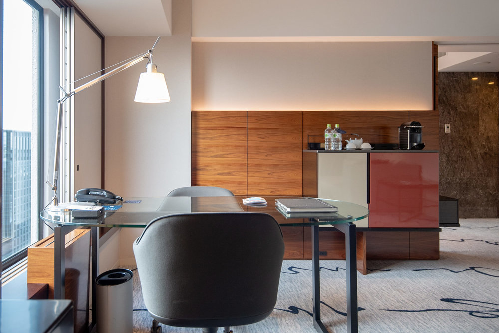 Work Desk  King Tower Suite Executive - Hilton Tokyo