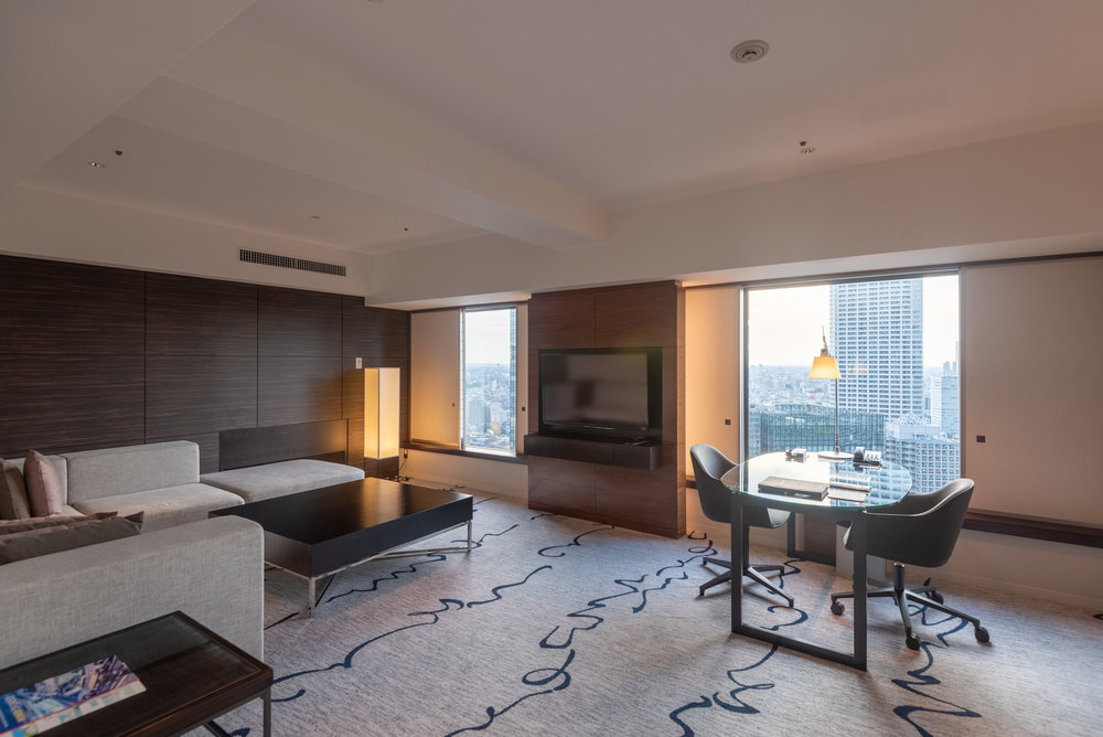 Living Room  King Tower Suite Executive - Hilton Tokyo