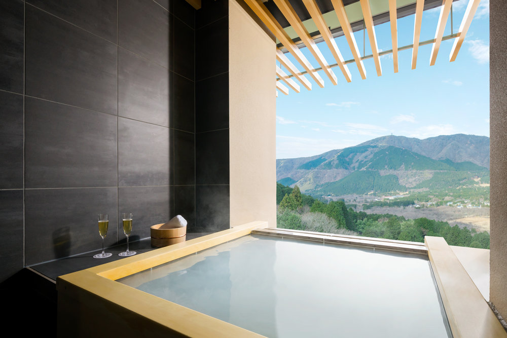 Private Hot Spring in Room | Photo Credit: Hoshino Resorts