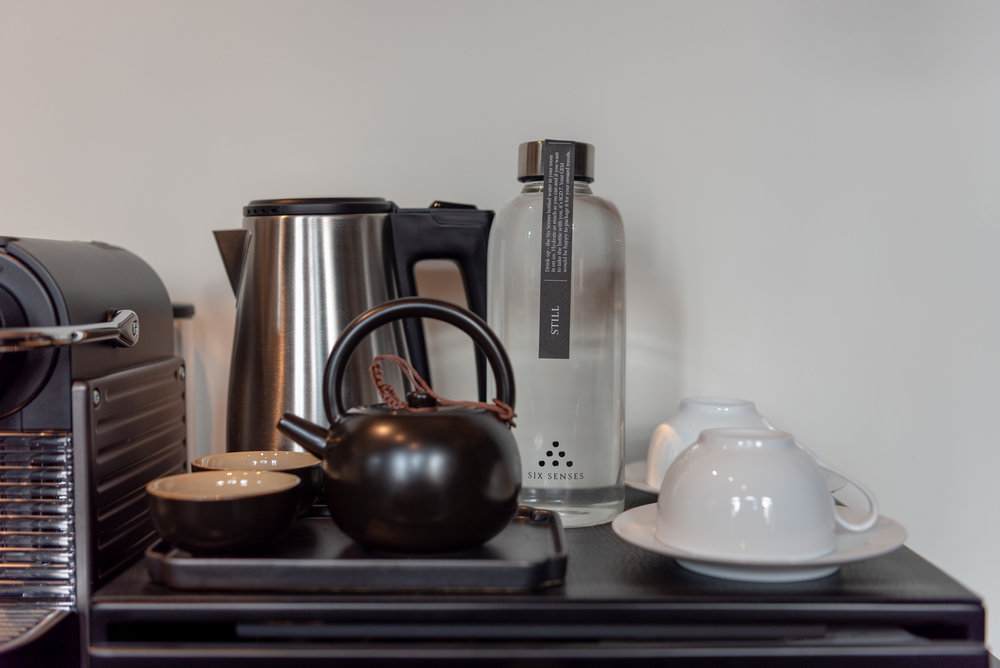 Six Senses Drinking Water  Duxton Duplex Suite - Six Senses Duxton