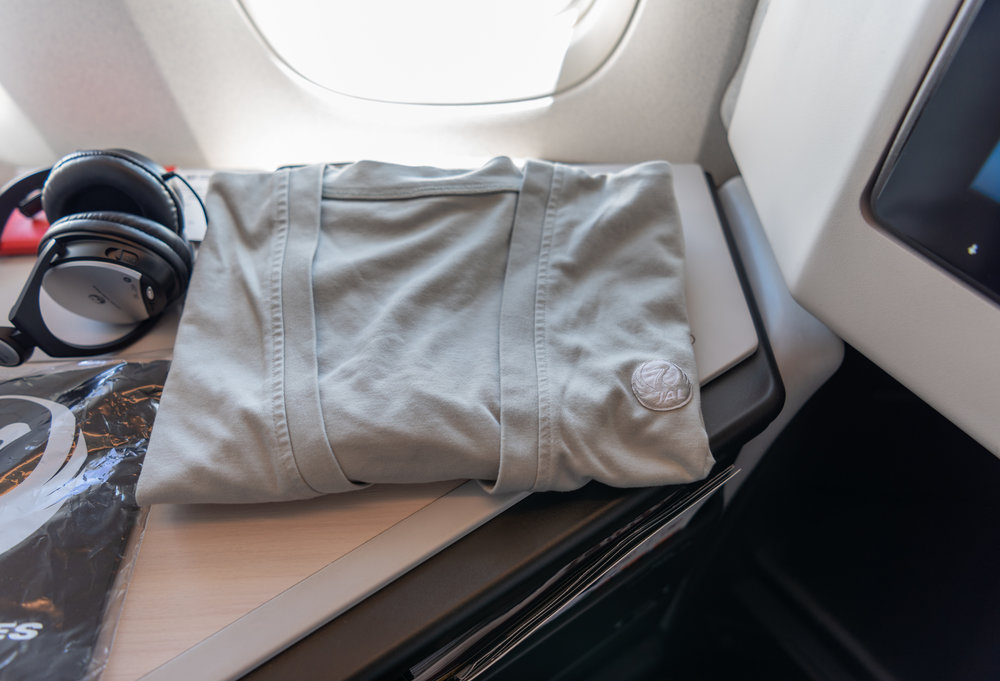 Cardigan for Rent  Japan Airlines Business Class JL37 - HND to SIN