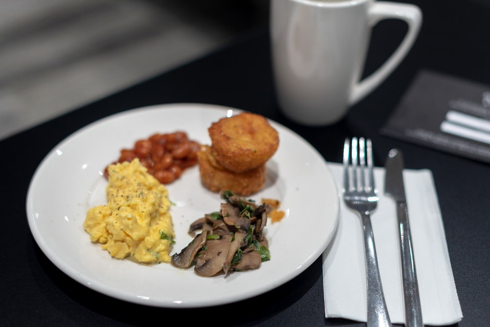Breakfast  Strata Lounge - Auckland Airport (AKL)