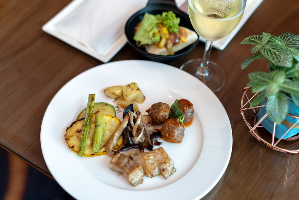 Evening Cocktails and Canapés  Le Meridien Club Lounge - Le Meridien Kuala Lumpur