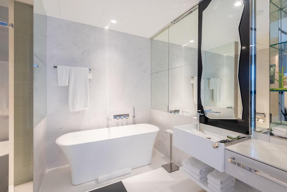 Bathroom  Premier Marina Bay View Room . JW Marriott Hotel Singapore South Beach