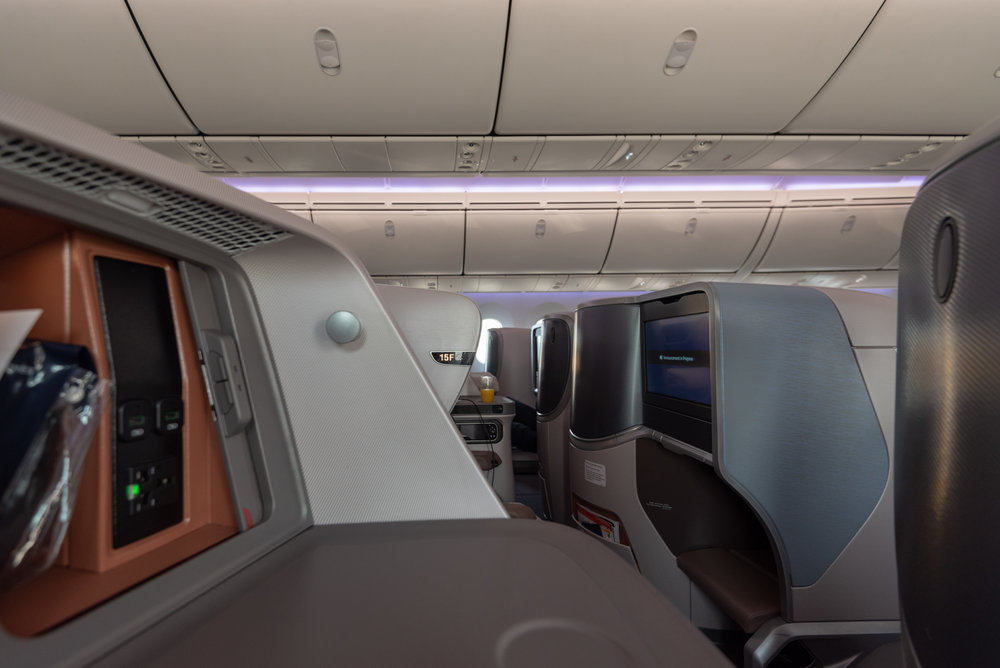 Privacy  Singapore Airlines Business Class SQ942 787-10 - SIN to DPS