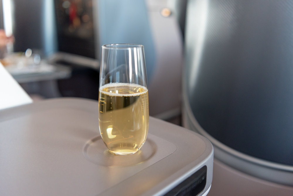 Champagne  Singapore Airlines Business Class SQ942 787-10 - SIN to DPS