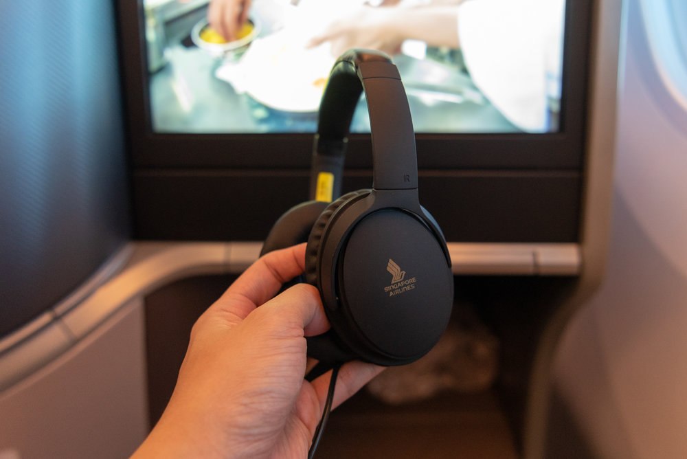 Noise-cancelling Headphones  Singapore Airlines Business Class SQ942 787-10 - SIN to DPS