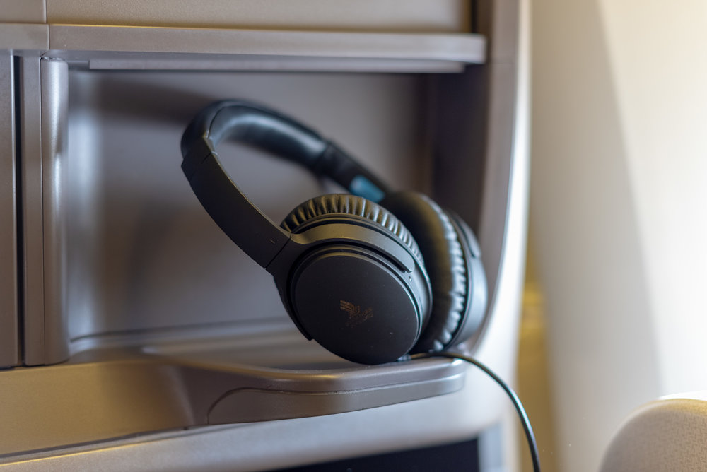 Noise-cancelling Headphones  Singapore Airlines Business Class SQ828 777-300ER - SIN to PVG