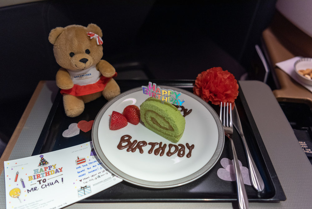 Surprise Birthday Cake  Singapore Airlines Business Class SQ828 777-300ER - SIN to PVG
