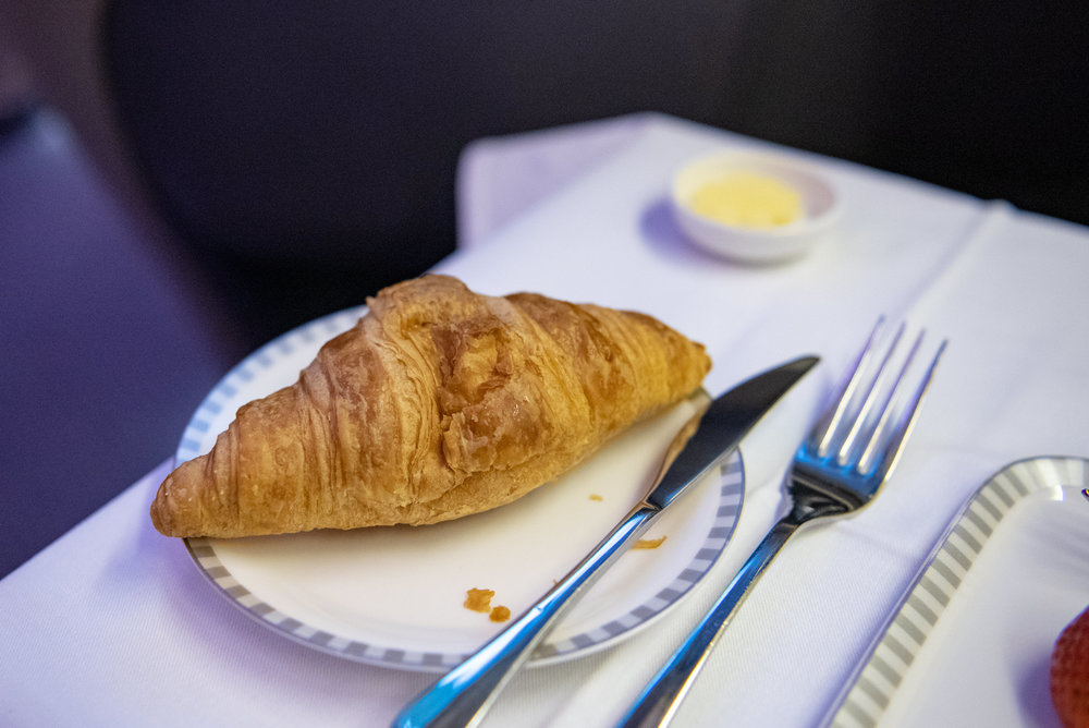 Croissant  Singapore Airlines Business Class SQ828 777-300ER - SIN to PVG
