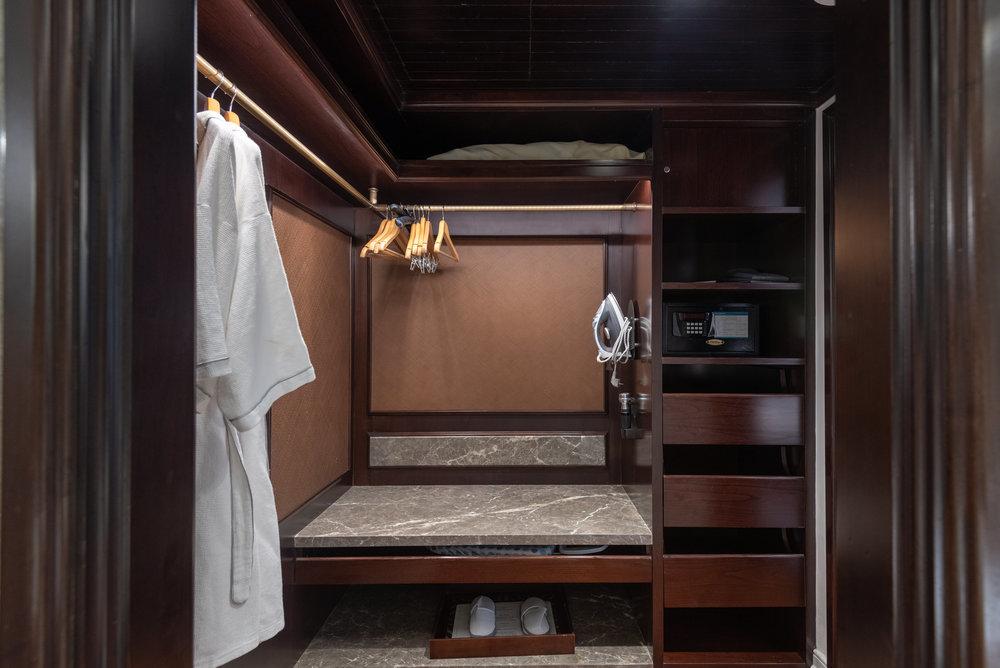 Walk-in Wardrobe   Premium Club InterContinental Duplex Suite - InterContinental Bali Resort