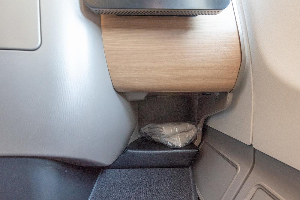 Legroom  Qantas Business Class QF37 A330-300 - MEL to SIN
