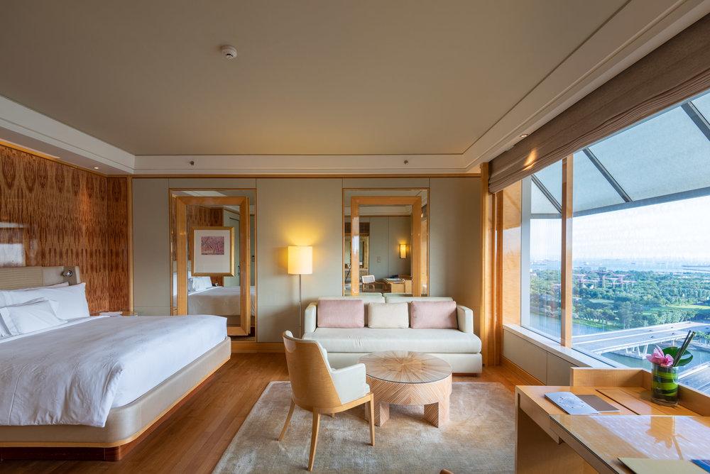 Bedroom  Club Deluxe Marina Room - The Ritz-Carlton, Millenia Singapore