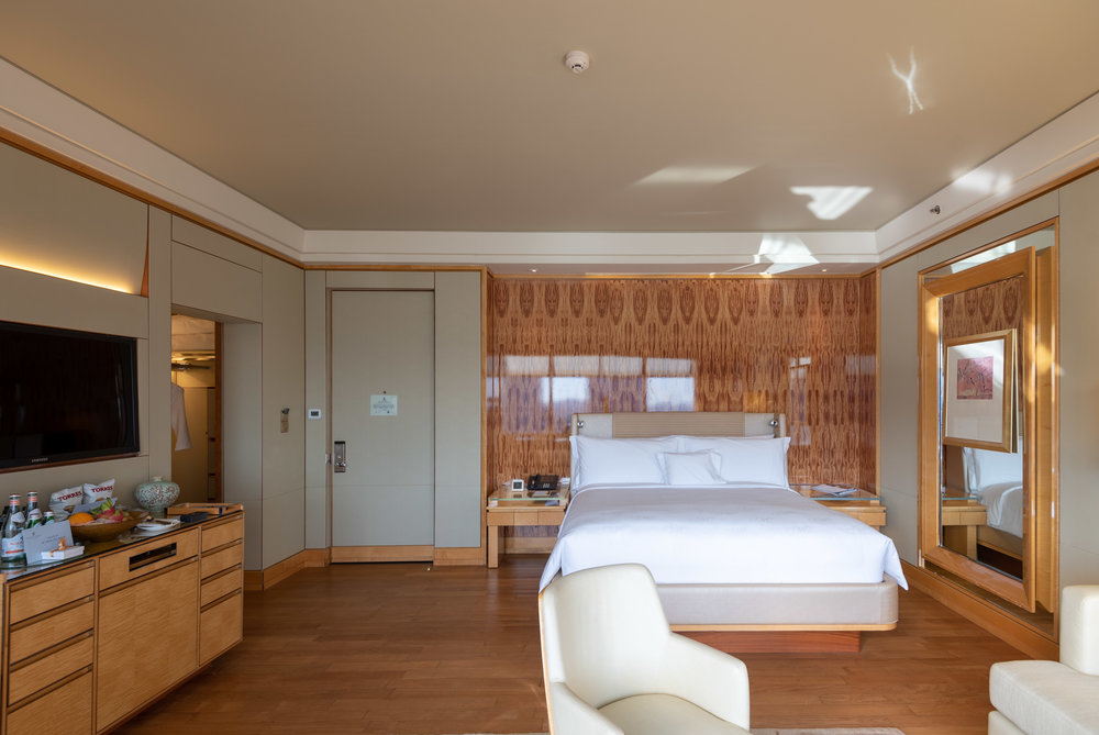 Plush Bed  Club Deluxe Marina Room - The Ritz-Carlton, Millenia Singapore