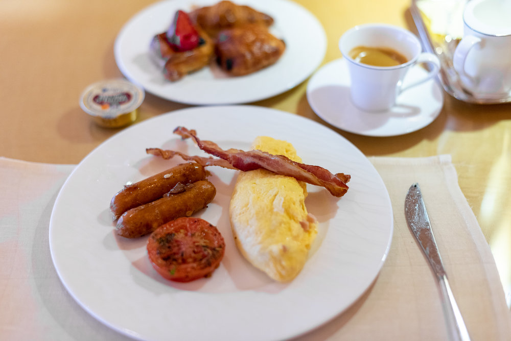 Breakfast  Club Lounge - The Ritz-Carlton, Millenia Singapore