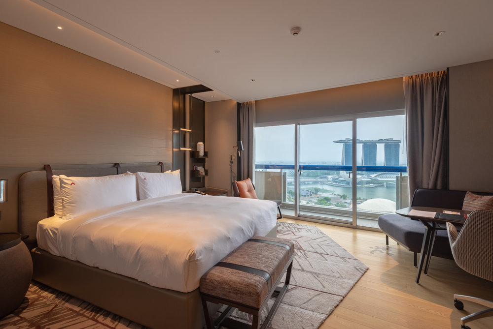 Bedroom  Premier Harbour View Room - Swissotel The Stamford