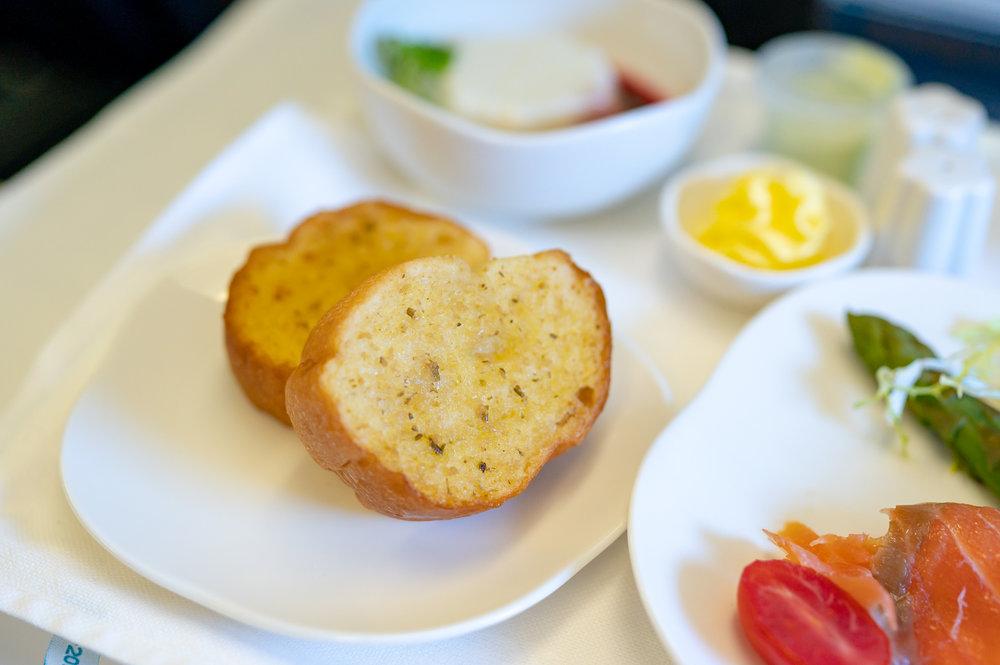Garlic Bread  Vietnam Airlines Business Class A321 VN662 - SIN to HAN
