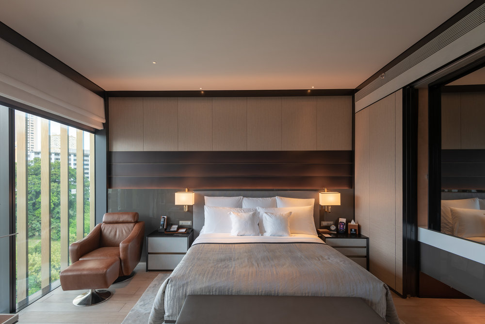 King-size Bed  Quayside Corner Suite - InterContinental Singapore Robertson Quay