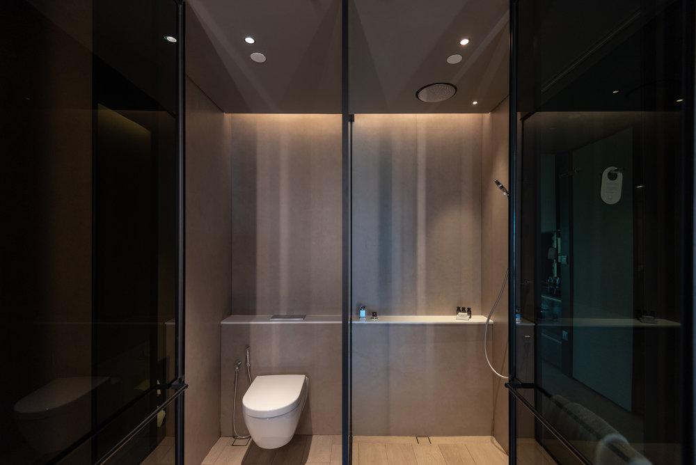 Bathroom  Quayside Corner Suite - InterContinental Singapore Robertson Quay