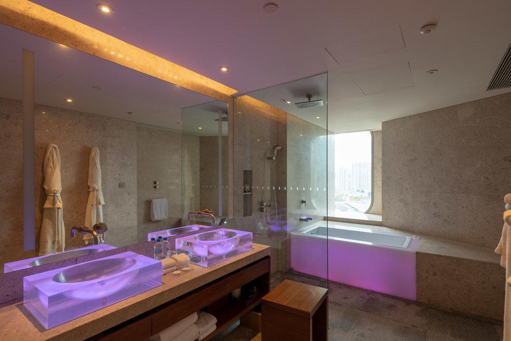 Bathroom  King Bed Deluxe - Andaz Xintiandi, Shanghai
