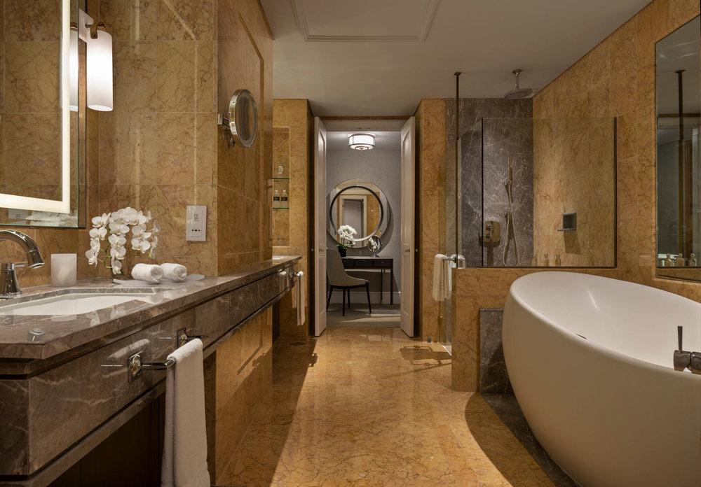 Governors Suite Bathroom.jpg