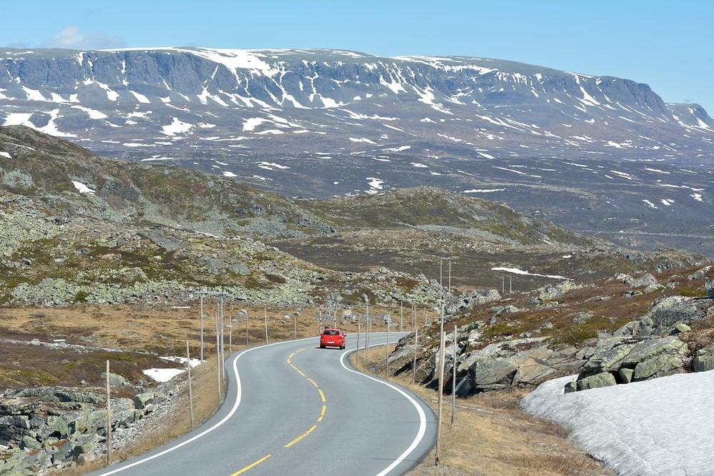 Hardangervidda, June 3rd. Photo by Jarle Wæhler / Statens Vegvesen.