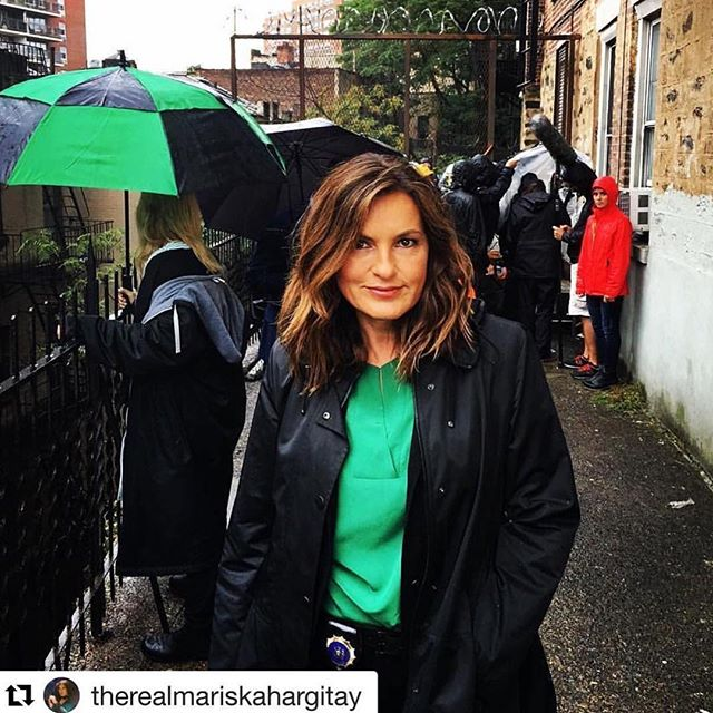 #TBT to the other day with this beauty.  #YouNiqueChicBeauty co-owner @cassihurdhair on those textured waves. #cassihurdhair #hair #hairstylist #setlife #SheCouldntBeMorePerfect #brunettebeauty #wavesonwaves #mariskahargitay #hargihair