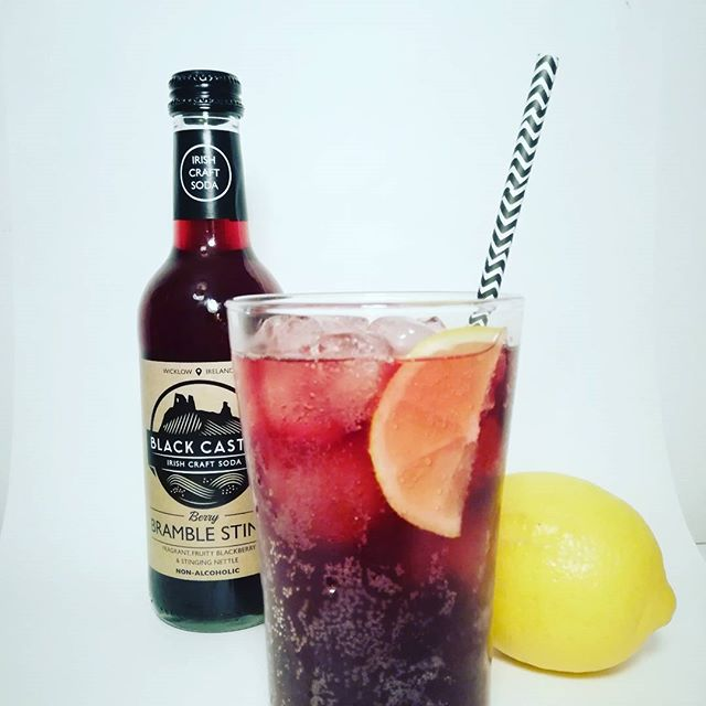 Berry Bramble Sting over ice = 👌  #ASodaLessOrdinary . . . . #craftsoda #bramblesting #blackcastledrinks #irishcraftsoda #nonalcoholic #mocktail #dryjanuary #blackcastle #LessOrdinary