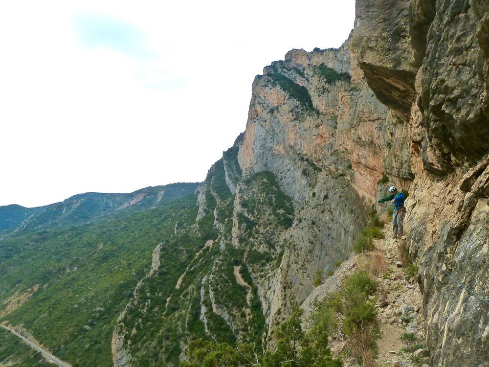 Nice multi-pitch at Terradets (with the obligatory walk-along-the-railway-tracks to access the crag.....) to finish off. 200 metres of fun 5+ - 6b climbing.