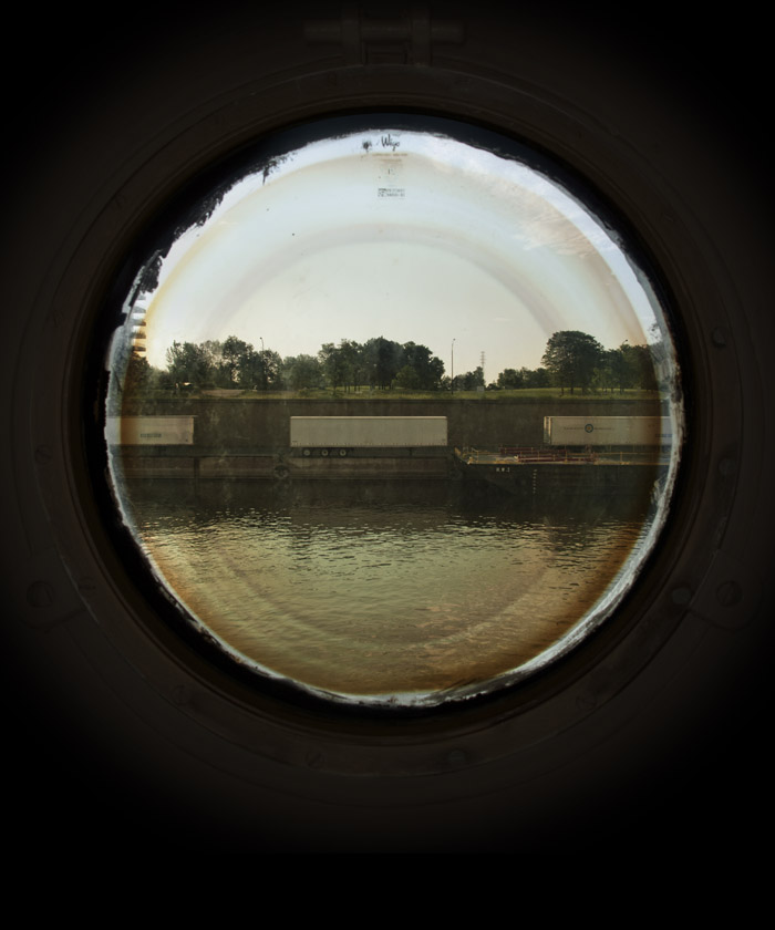 Portholes (containers)