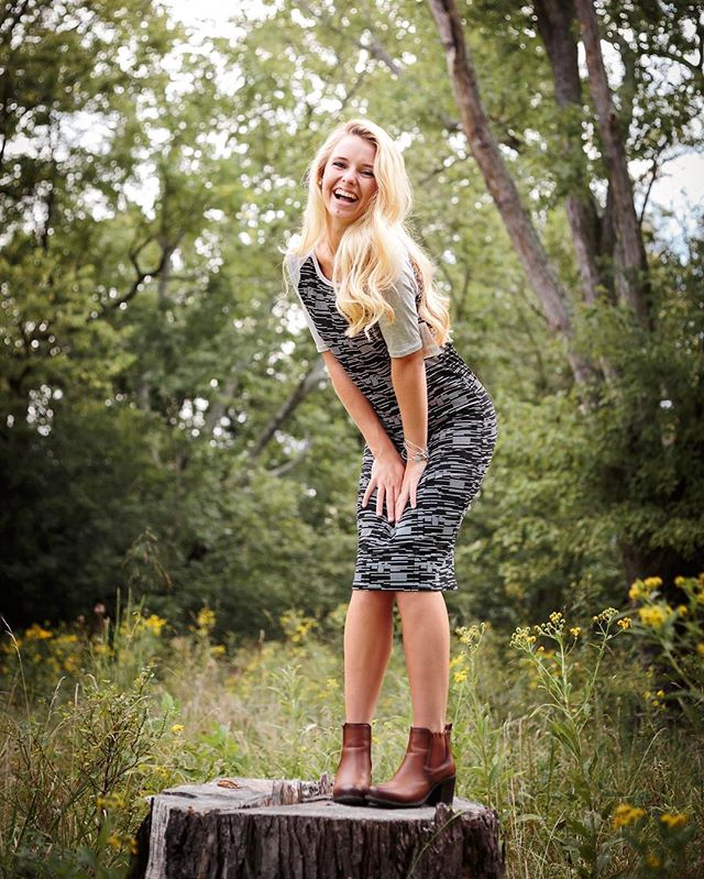 Live a life that lights you up! #suzannemellottphotography #defineyoursenioryear