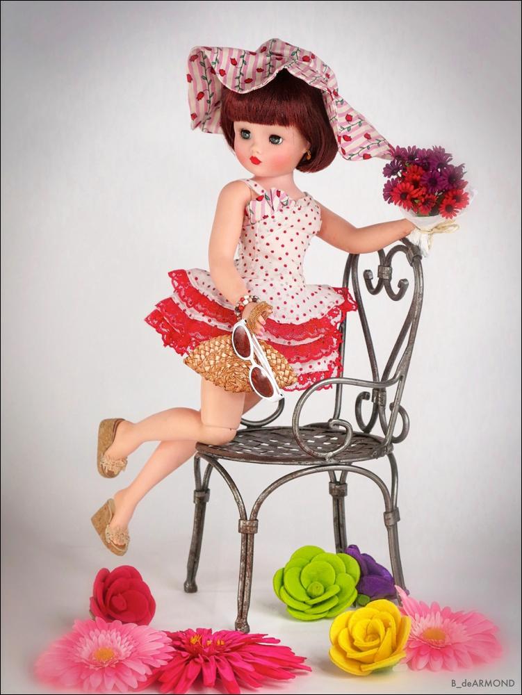 Cissy Sitting (variation) Debutante wearing    Fun du Soleil